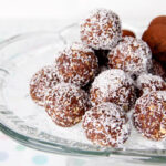 Vegan Energy Balls with Dates and Nuts